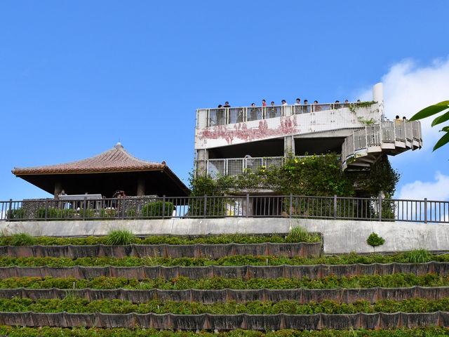 エメラルドの海を見る展望台_バンナ公園