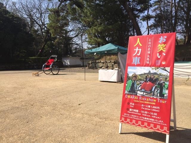丸亀城に着くとすぐに分かります_丸亀城お笑い人力車