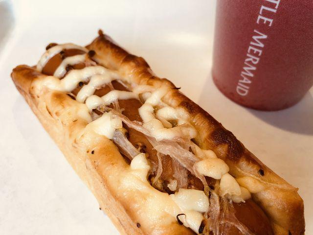 コーヒーとソーセージのパン_焼き立てパンの店 リトルマーメイド 尾道駅店(LITTLE MERMAID)