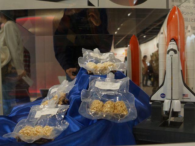 宇宙に行く「宇宙食ラーメン」_カップヌードルミュージアム 大阪池田