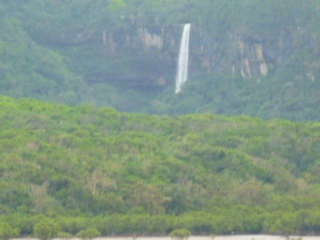 遠方から悠々と流れ落ちるピナイサーラの滝を見る事が出来ました_ピナイサーラの滝