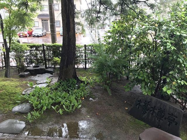 入口脇にある小庭_河井継之助記念館