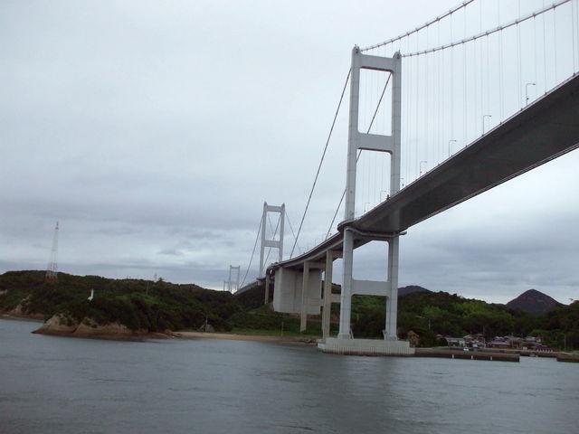 台風一過、昨夜の嵐は嘘のよう この橋は九州から初めて出会う橋 残念ながら名前は失念_安芸灘大橋