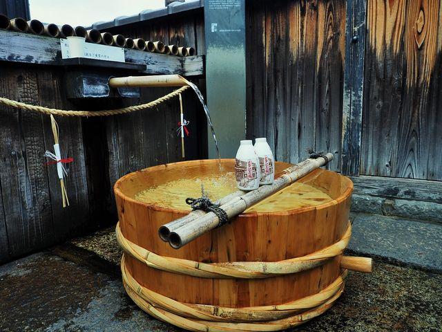 月桂冠大倉記念館 入館料を払うとワンカップが付いて来ます  湧水が自由に飲めます _月桂冠大倉記念館