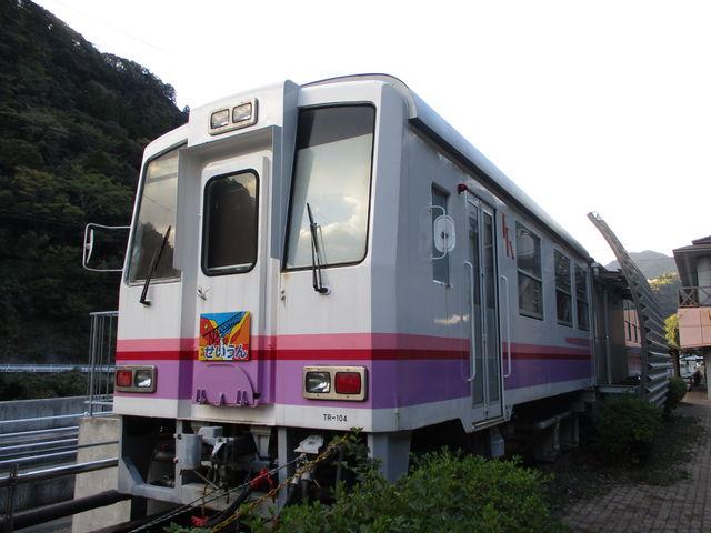 高千穂鉄道時代の車両は改造されて宿泊施設になっています_日之影温泉駅
