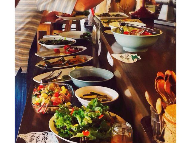 おばんざいやサラダはビュッフェ形式。_大原リバーサイドカフェ来隣
