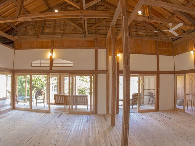 古民家を改装したヨガスタジオ、すべて宮崎県産の杉材を使用しています。木の匂いで包まれます。_SURF CITY 宮崎
