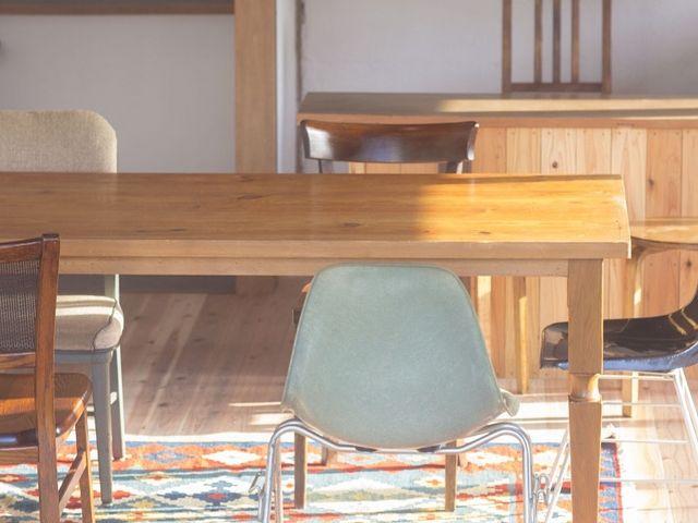 インテリアは、ビンテージ家具で、空間をデザインしています。ヨガや海から上がった後、ゆっくりとお過ごしください。_SURF CITY 宮崎