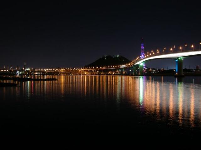 ディナークルーズでは広島湾の夜景をお楽しみいただけます。_広島ベイクルーズ銀河