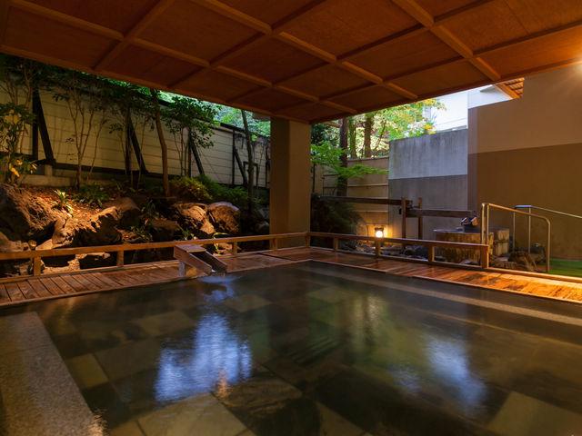 【岩船・室生の湯】毎分1,600ℓ涌く源泉からかけ流しで楽しむ四万の温泉。肌に優しく肌にいい飲める温泉をご堪能ください。_四万グランドホテル