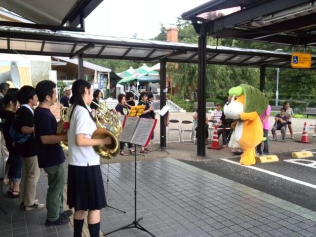 志野・織部の道の駅ではこんな演奏会が催されていました。_道の駅 志野・織部