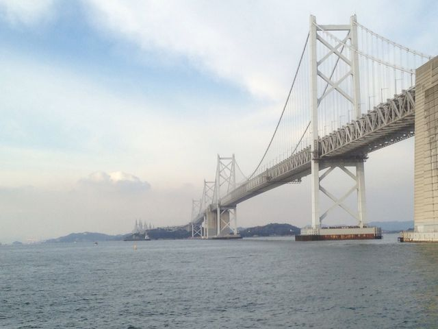 コレを考えた人や、橋をかけた人は凄い・・・どのようにしてかけたのだろォ 凄いね日本の技術者達は・・_瀬戸大橋