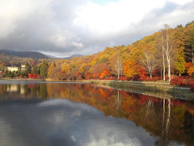 秋の様子。なんて静かなのでしょう。_蓼科湖