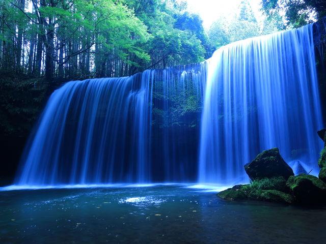 美しい滝の高画質な壁紙をまとめました!日本の絶景から世界の神秘的な滝まで!