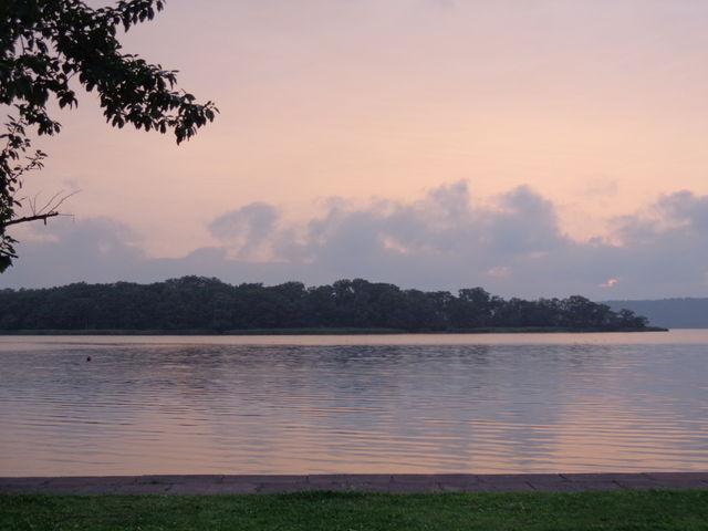 お天気が良ければ、目の前の網走湖に沈む夕日が楽しめます。_呼人浦キャンプ場