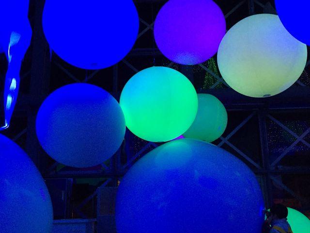 この時やっていたイベントです。光る大きなボールにこどもたち大はしゃぎ_神戸市立須磨海浜水族園