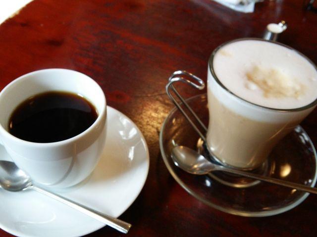 ブレンドコーヒーとカフェオレ_CAFE'MUSTACHE ■カフェ マスタシュ■