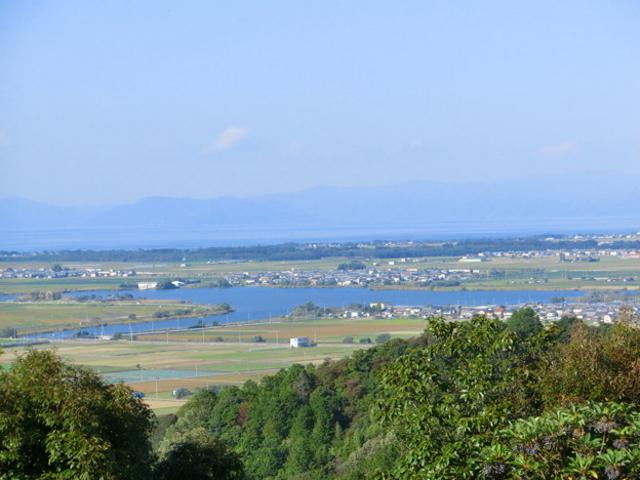安土城天守跡から、西の湖が見えます_安土城跡