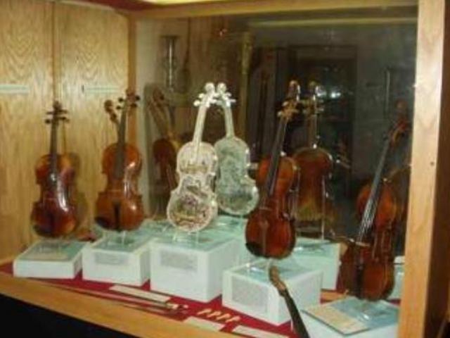 ヴァイオリン色々。 奏でてみたいデス!_浜松市楽器博物館