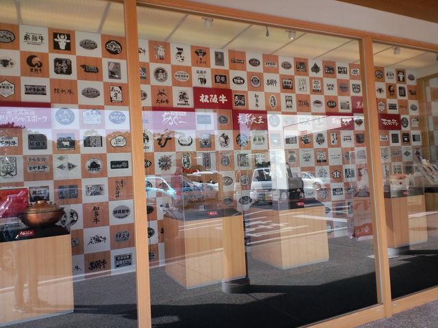 店舗前のショーウィンドー_柿安江戸町本店 グルメプラザ