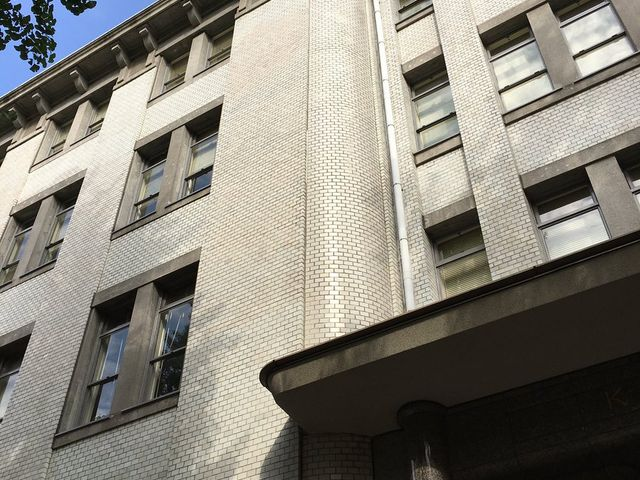 白タイル貼りのファサード_三井物産横浜ビル