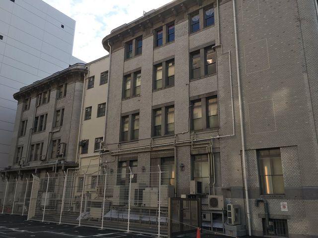 日東倉庫日本大通倉庫は取り壊されたが、その後も駐車場のまま。_三井物産横浜ビル