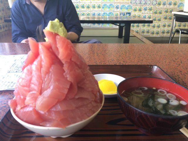 こんなマグロ丼は初めて!_鶴亀屋食堂