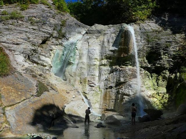 秋田県・川原毛大湯滝(このあたりで楽しむ)_川原毛大湯滝