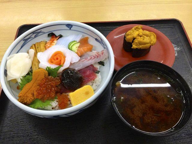 海鮮丼とウニ_海鮮寿司 とれとれ市場