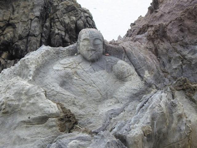 山形県・十六羅漢像_十六羅漢岩