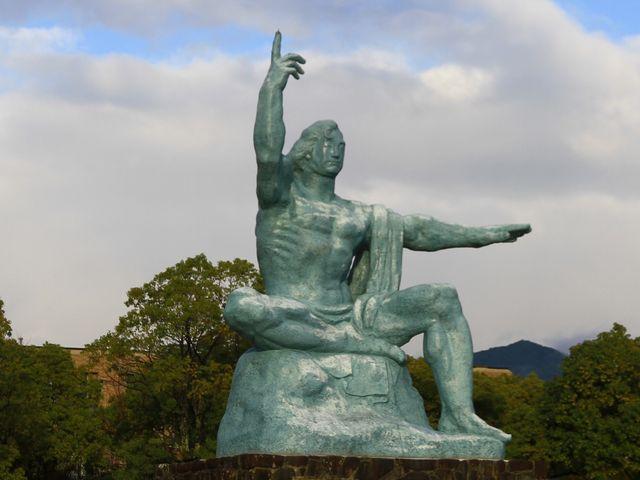 平和祈念像_長崎原爆資料館