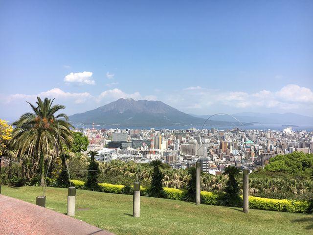 美術館の庭園から桜島を望む_長島美術館