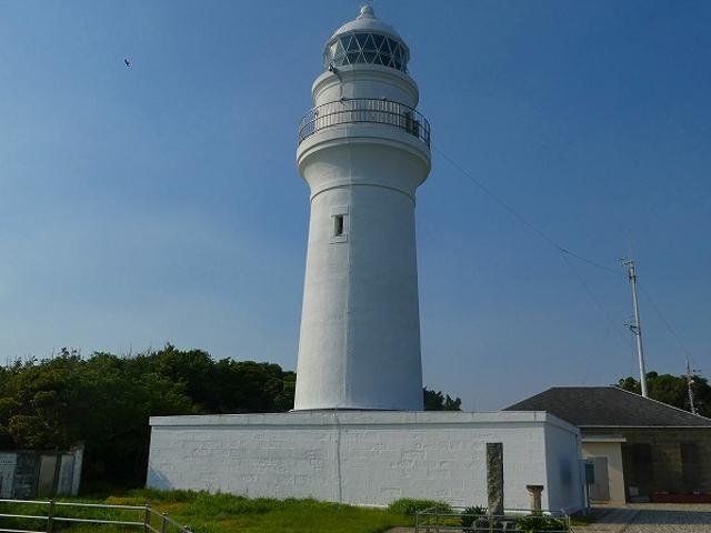 和歌山県・串本町・潮岬灯台 青空に映える白亜の灯台_潮岬灯台