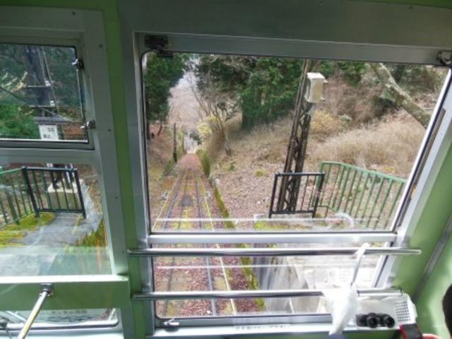山頂駅から下を見る_叡山ケーブル