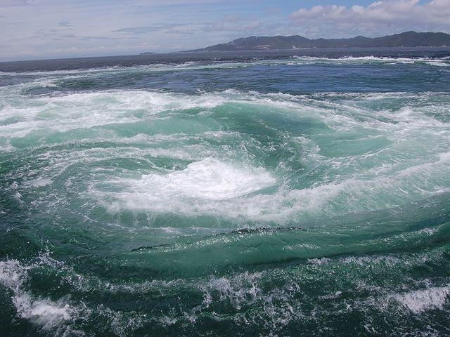 大きいでしょ! この渦_鳴門海峡