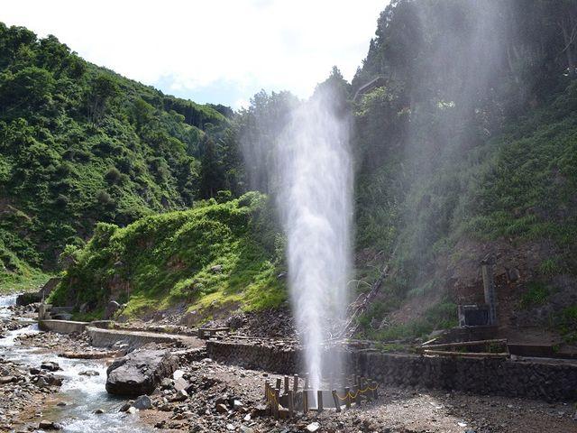 そんなに湯量が豊富なんですね。_渋の地獄谷噴泉