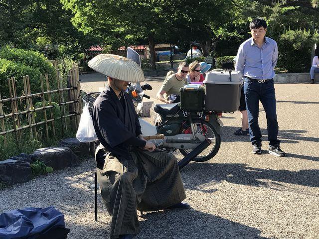 公園内で尺八の演奏とDVDの直売_円山公園