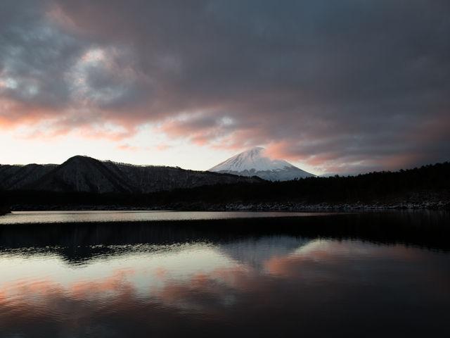 日の出と共に曇りに。_西湖