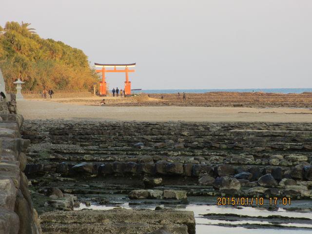 この上を歩ける_青島の隆起海床と奇形波蝕痕