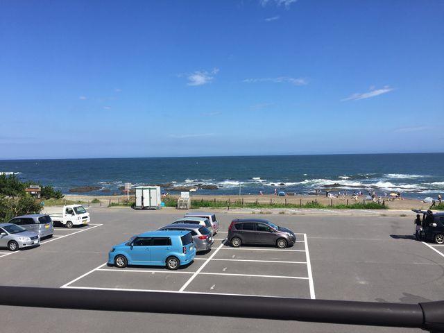 駐車場はガラガラ。、夏休みなのにー_大洗海水浴場