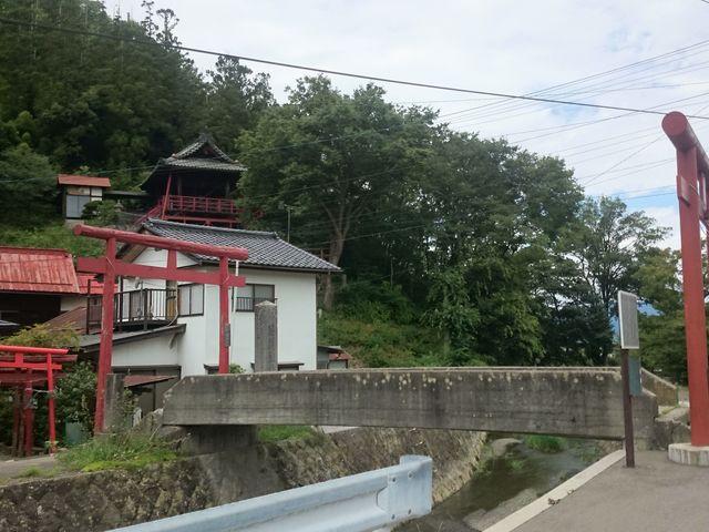 高台に神社もありました。_城下町松代