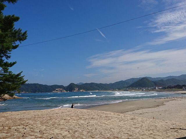 約1.5キロに渡って白砂の浜が連なります_浦富海水浴場