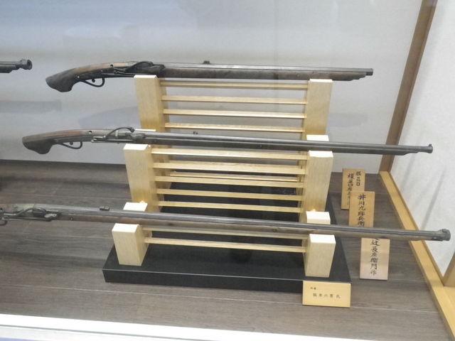 火縄銃や千利休の茶の関係などの展示も見ごたえあり_堺市役所21階展望ロビー