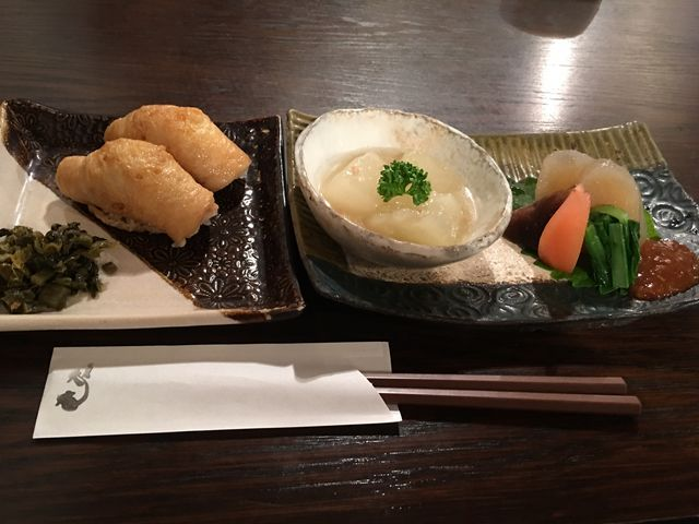 いなり寿司と小鉢_そば処天庵