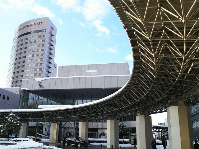 タクシー乗り場のすぐ近く_石川県立音楽堂