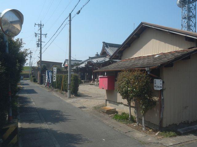周囲はとても静かで、こんな感じです。_大須観音