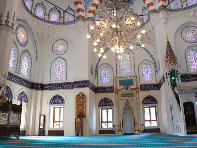 モスク内_東京ジャーミィ・トルコ文化センター
