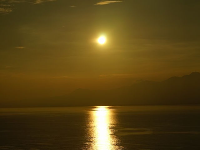 しかしながら、海岸線に沈む夕陽は非常に美しかったです。_御輿来海岸