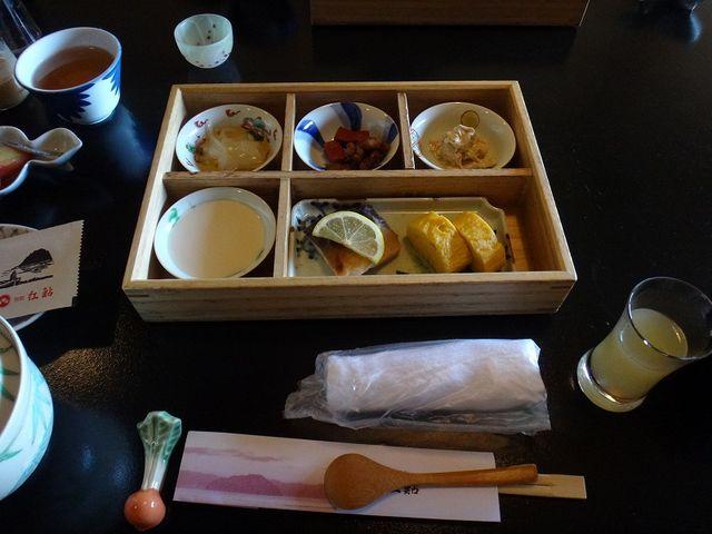 「紅鮎」の朝食。_尾上温泉