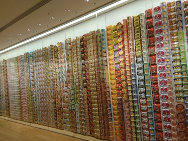 今まで発売された上品がずらり_カップヌードルミュージアム